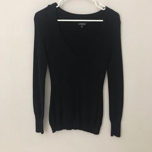 V neck long sleeve sweater.